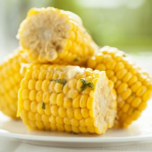Corn on the cob with garlic and chive 'butter'