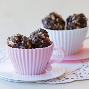 Cranberry and chocolate balls