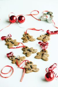 Gingerbread men hanging decoration