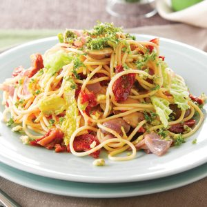Garlic chilli cabbage spaghetti