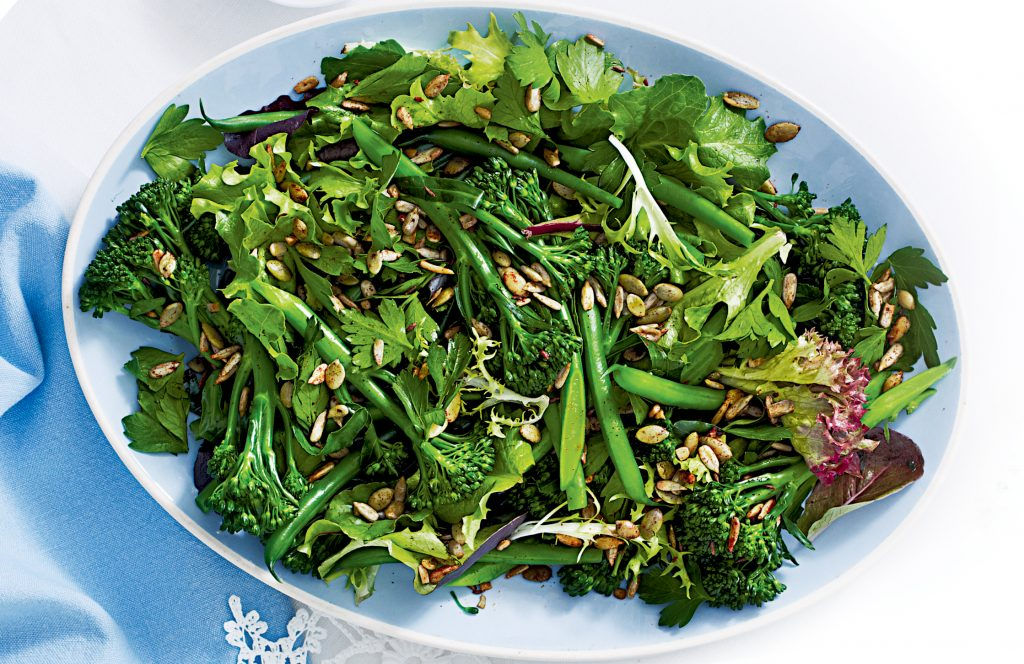Green vege salad with crunchy seeds