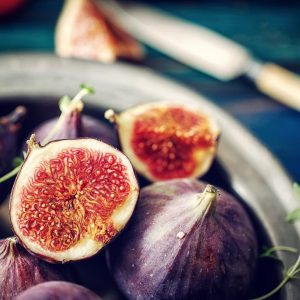 Grilled figs with goats' cheese and honey