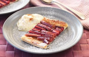 Honey rhubarb tart with vanilla and cinnamon yoghurt
