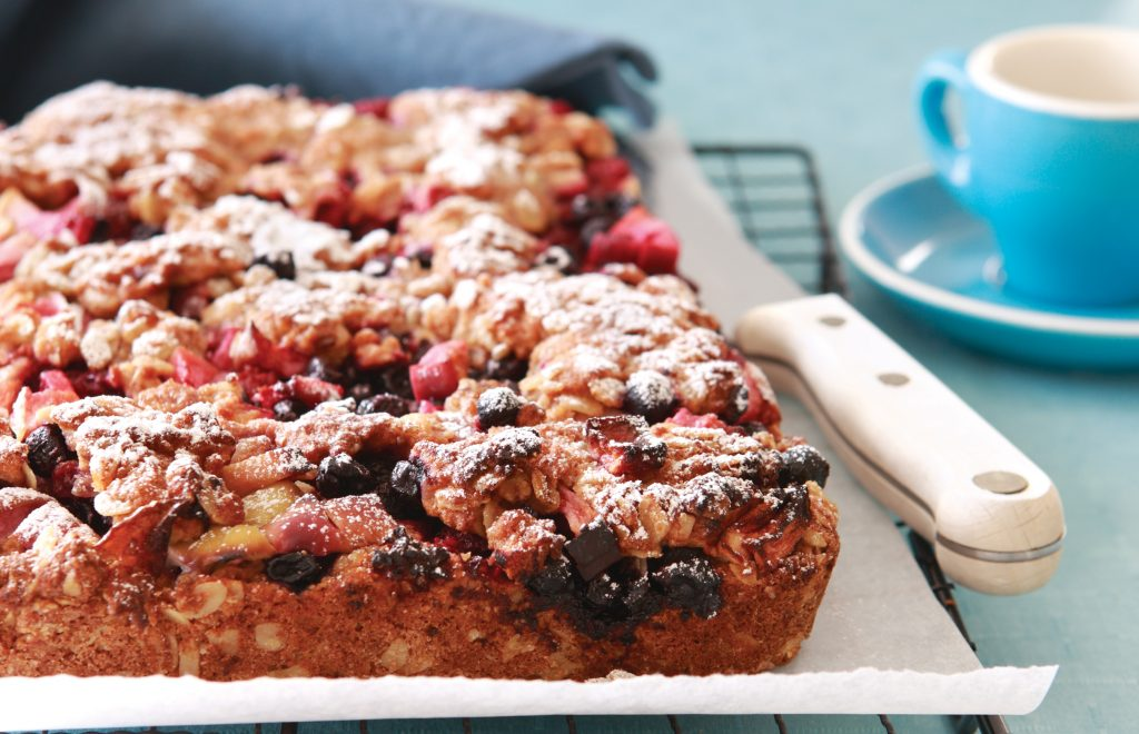 Oaty apple and berry slice