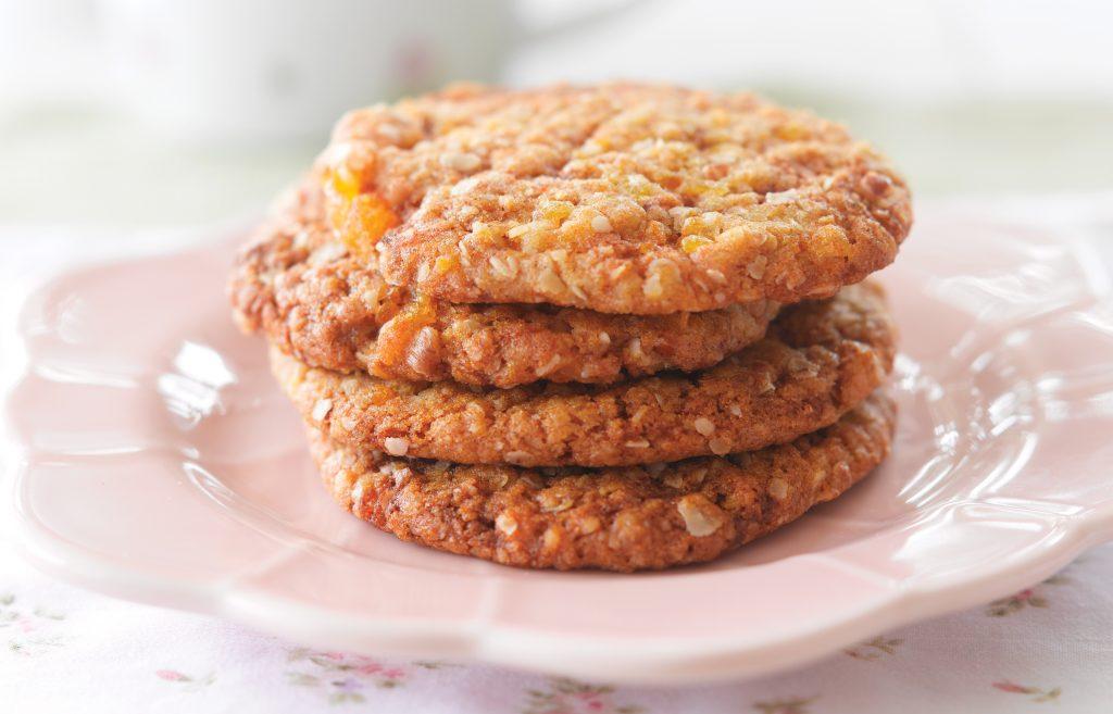 Oaty fruity cookies