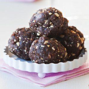 Peanut and cocoa balls