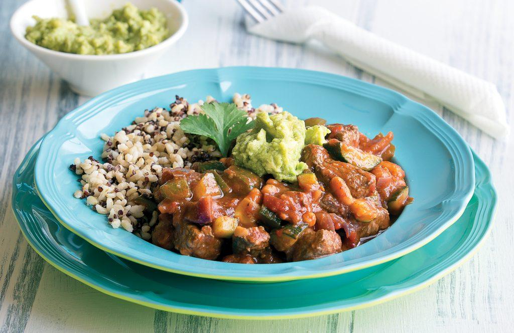 Smoky chilli con carne with guacamole
