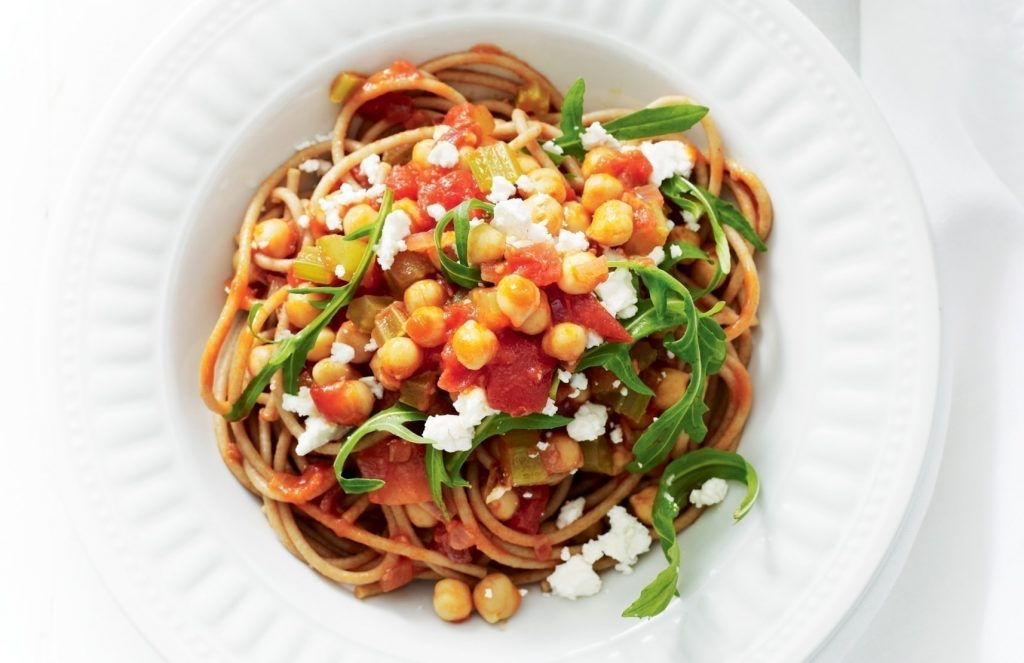 Spaghetti with tomato, chickpeas, rocket and feta