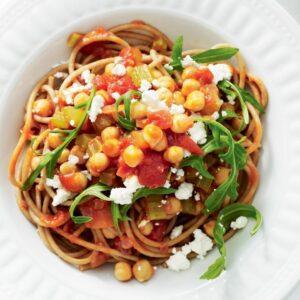Spaghetti with tomato, chickpeas, rocket and feta