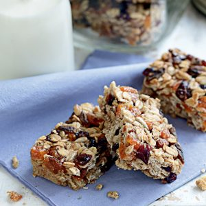 Apricot and goji berry bars