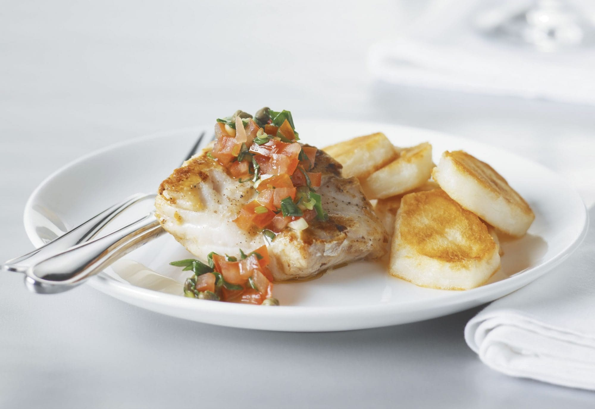 Barbecued fish with crisp potatoes
