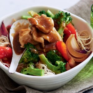 Chicken and broccoli chow mein noodles