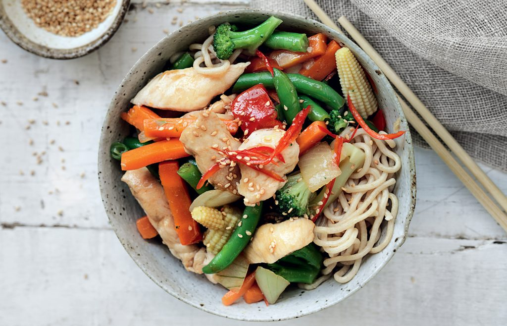 Chilli chicken stir-fry with noodles