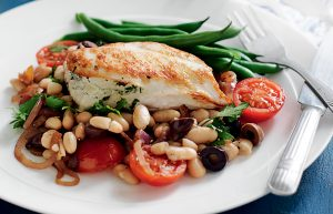 Garlic chicken with beans, tomato and olives