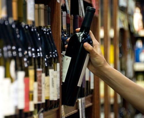 Label detective: Pregnancy warning labels on alcohol