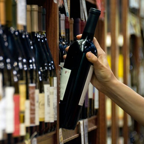 Label detective: Pregnancy warning labels on alcohol