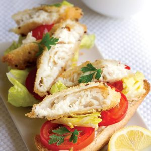 Open fish burgers with pesto slaw