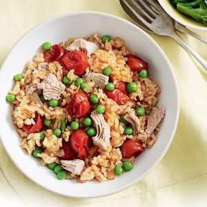 Oven-baked tuna and pea risotto