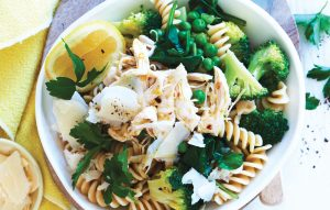 Pasta with broccoli, peas and chicken