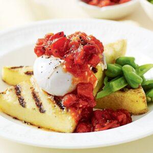 Poached egg on polenta with tomato relish