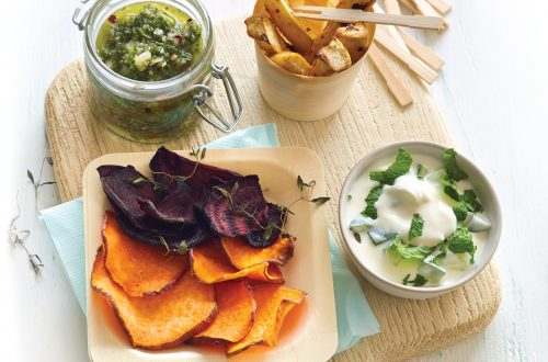 Vegetable chips with chimichurri and yoghurt dip
