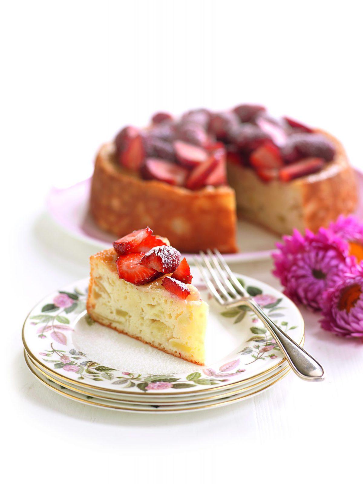 Apple and yoghurt cake