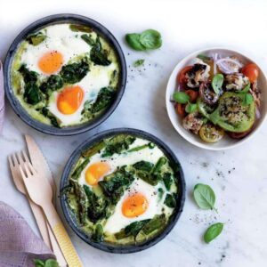Baked green eggs with bread salad