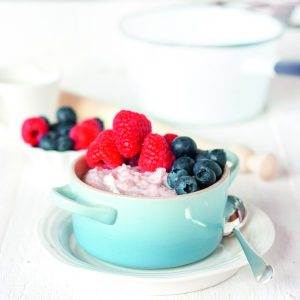 Berry yoghurt oats