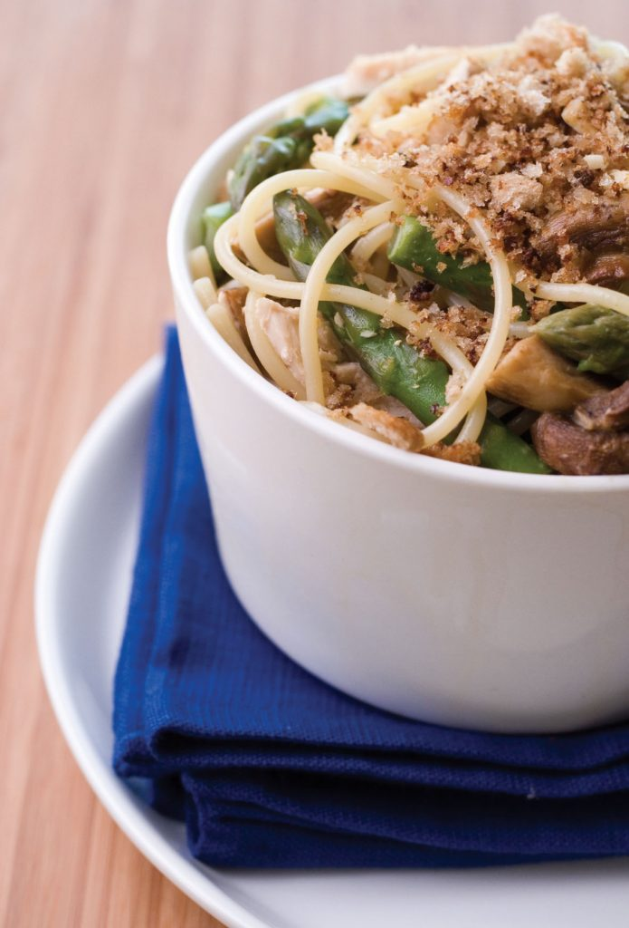 Chicken spaghetti with asparagus and roasted mushrooms