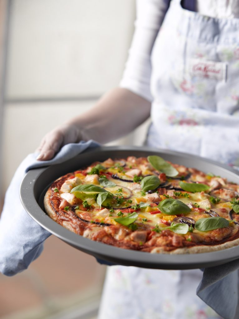 Chicken and capsicum pizza