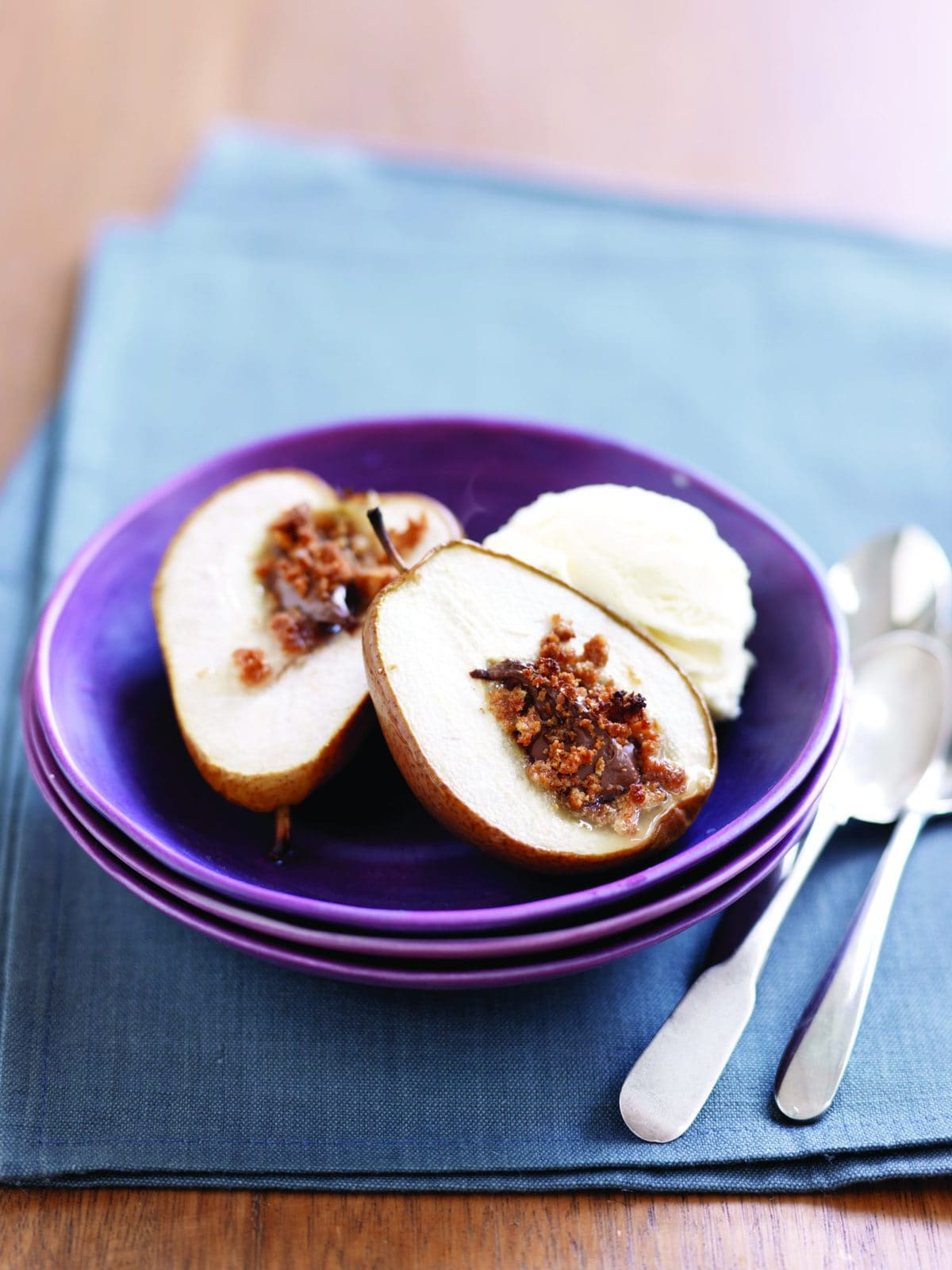 Chocolate-baked pears