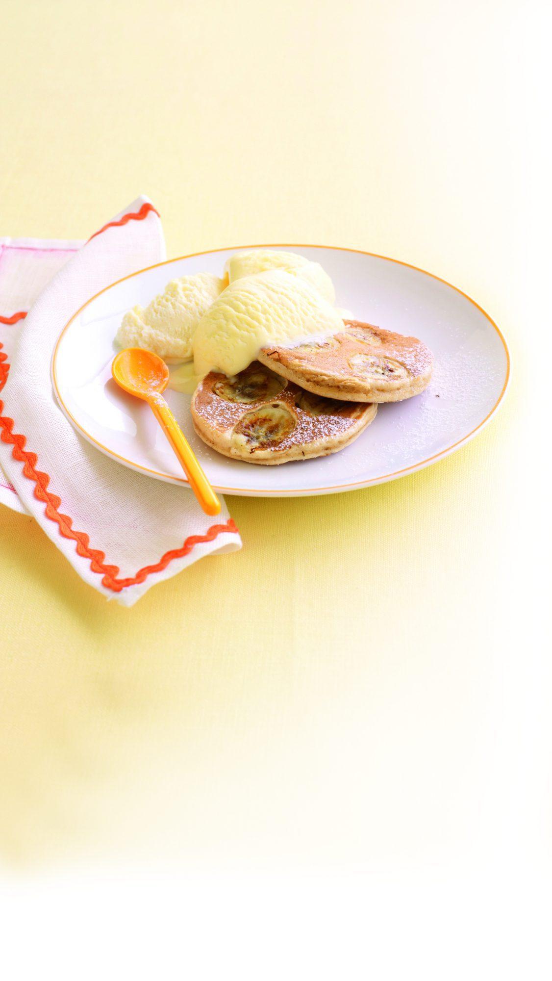 Cinnamon and banana pikelets