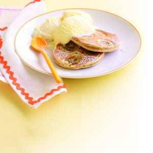 Cinnamon and banana pikelets