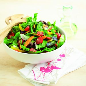 Classic mixed green salad