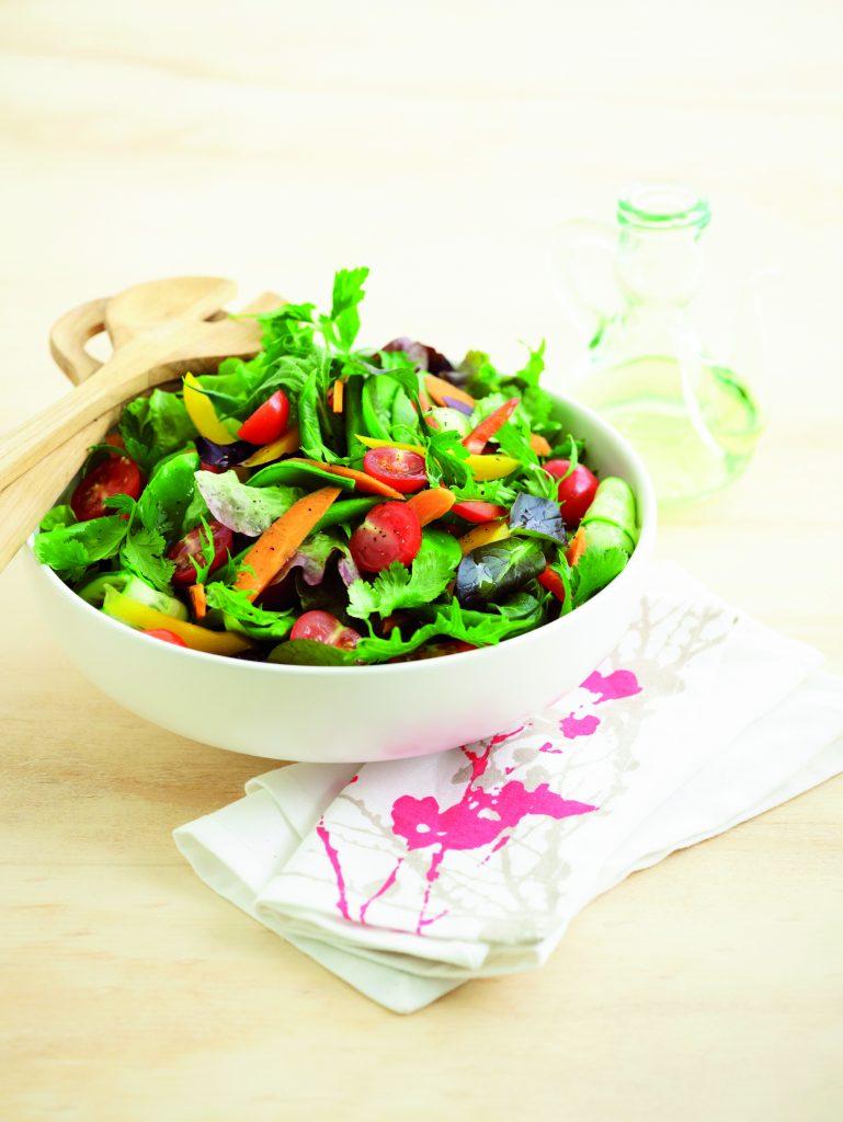 Classic mixed green salad