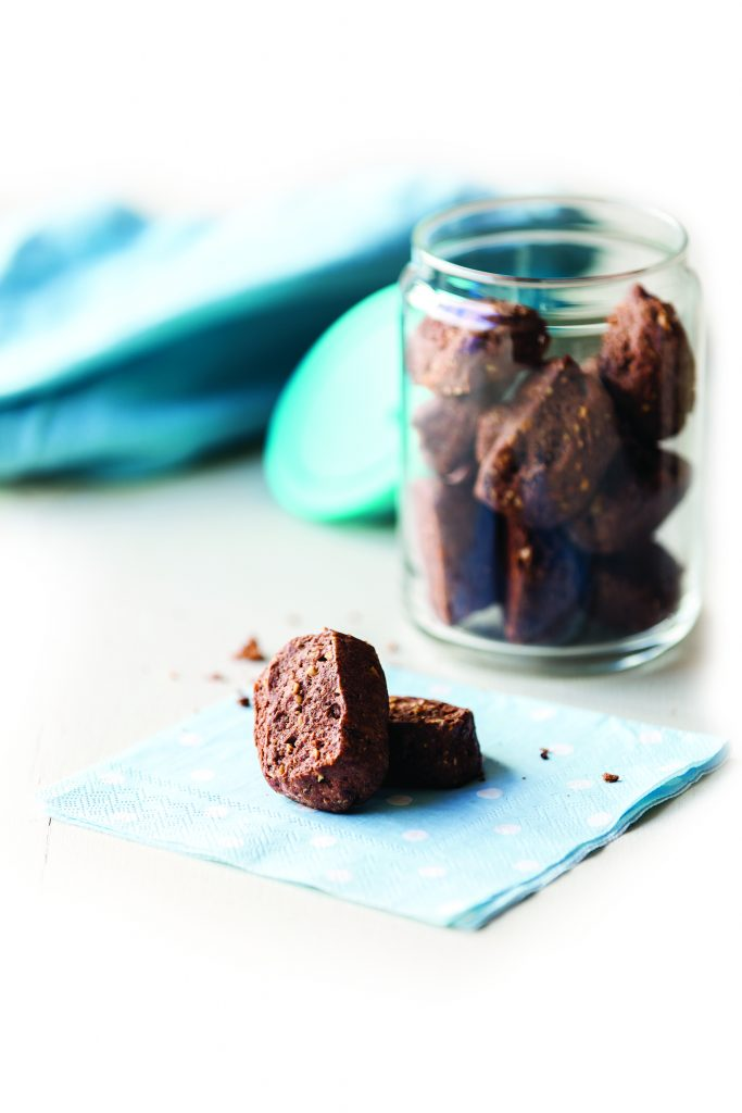 Cocoa and peanut cookies