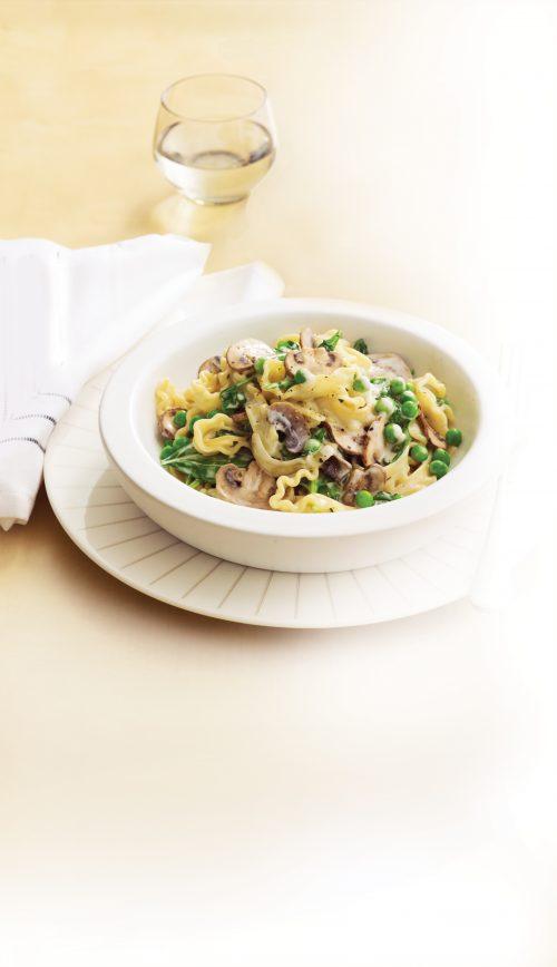 Creamy mushroom and spinach fettuccine