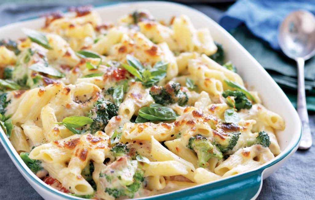 Creamy tuna and broccoli pasta bake