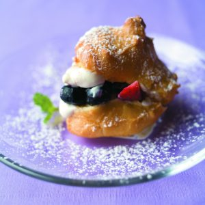 Fruit-filled choux puffs