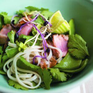 Honey-glazed tuna with noodles