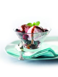 Low-fat yoghurt ice cream sundaes