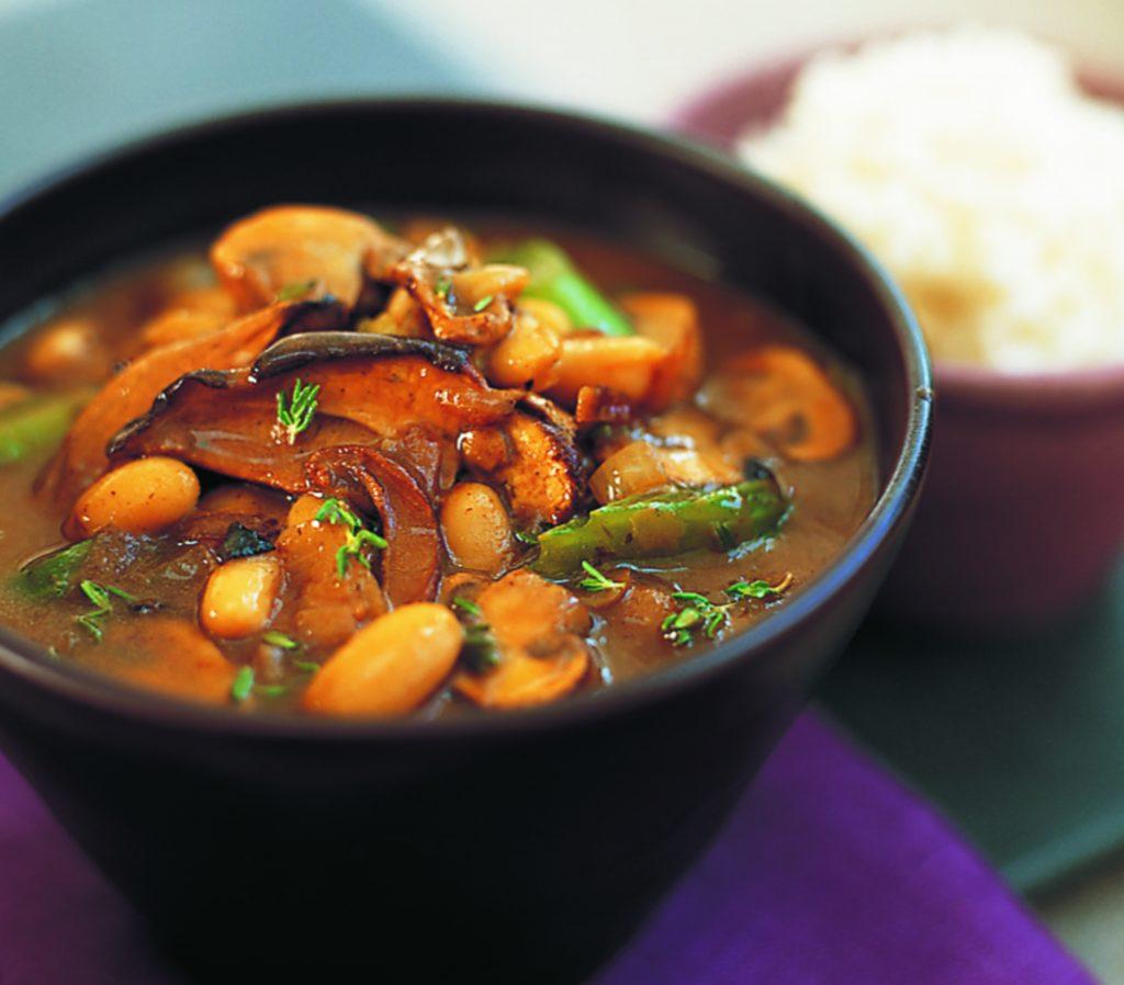 Mushroom and cannellini bean stroganoff