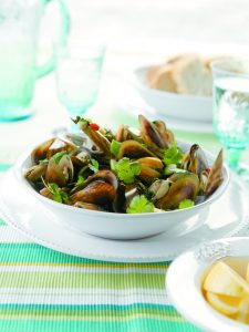Mussels in ginger, coriander and garlic