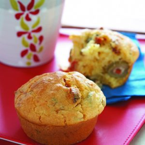 Olive, thyme and tomato muffins