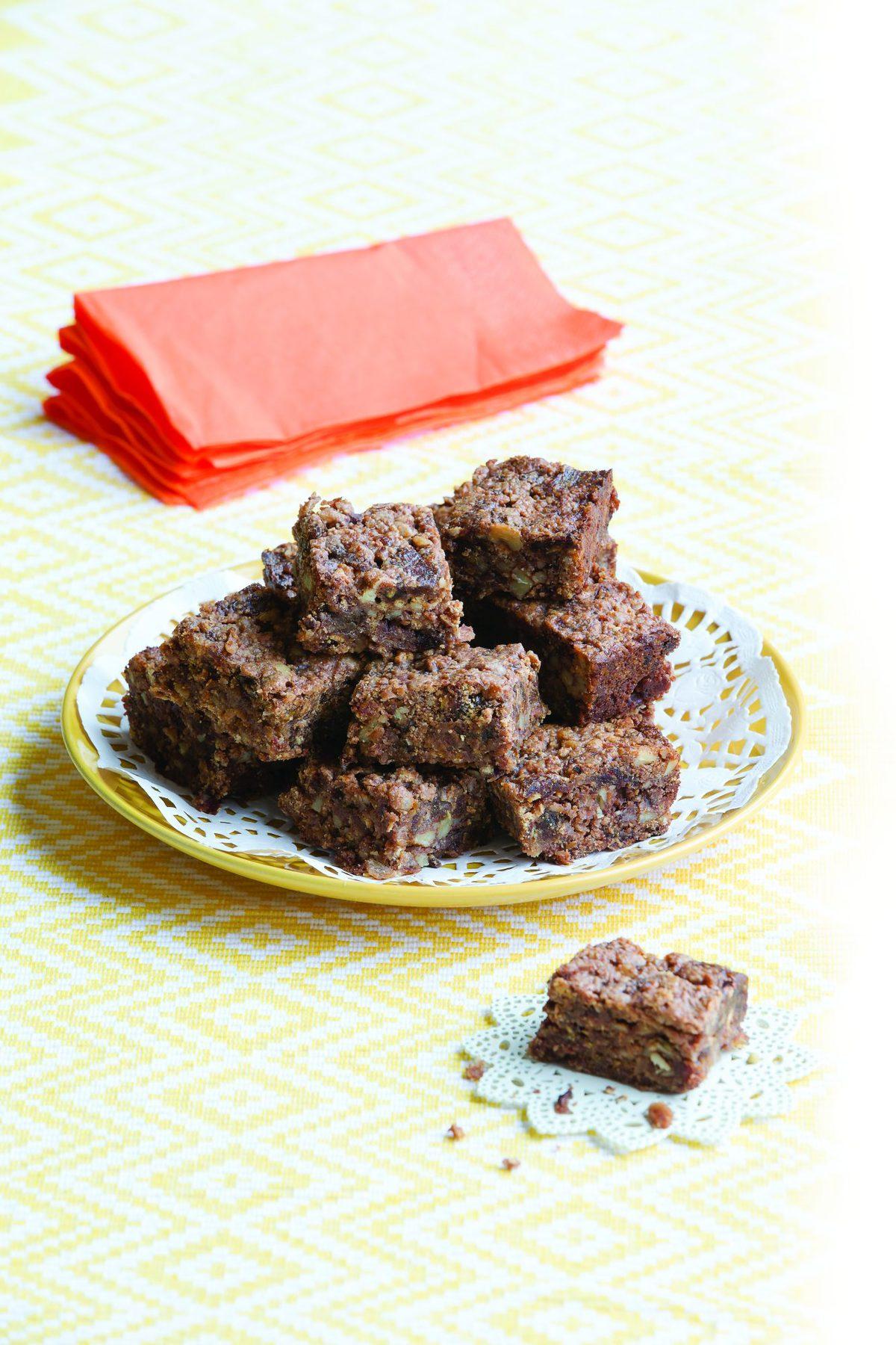 Pecan and chocolate slice