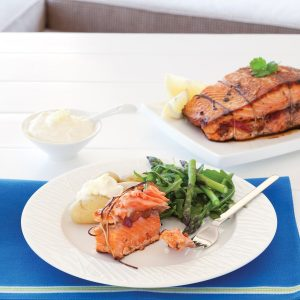 Pepper-stuffed salmon with yoghurt and lemon sauce