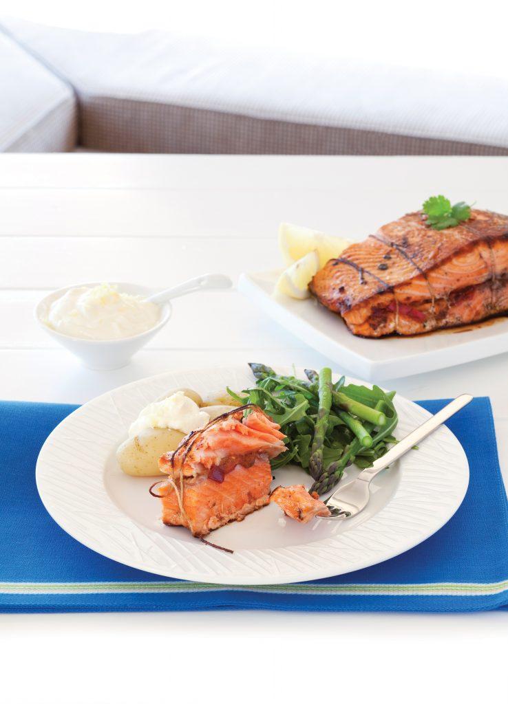 Pepper-stuffed salmon with yoghurt and lemon sauce