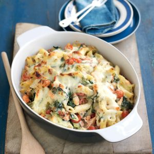 Smoked salmon, leek and spinach pasta bake
