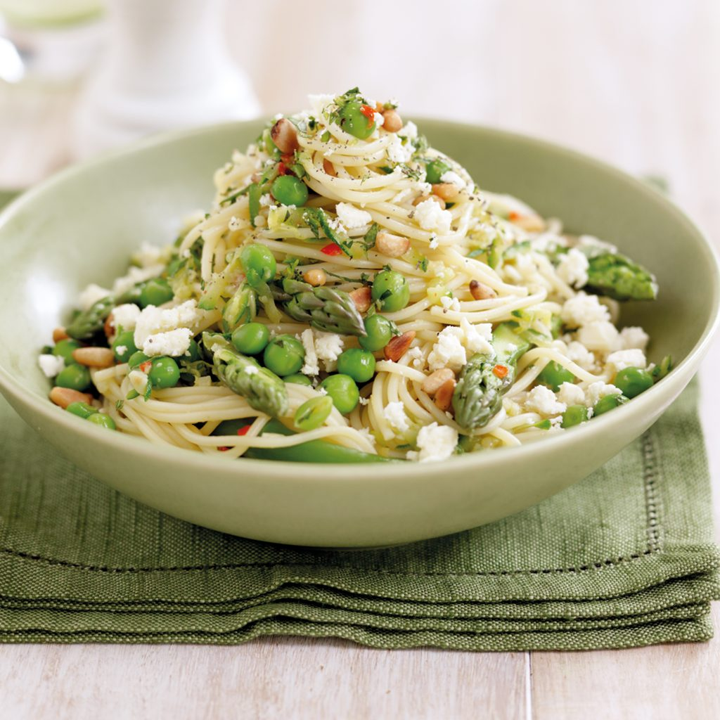 Spaghetti with chicken, feta, courgettes and mint