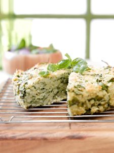Spinach, pesto and lemon risotto cake